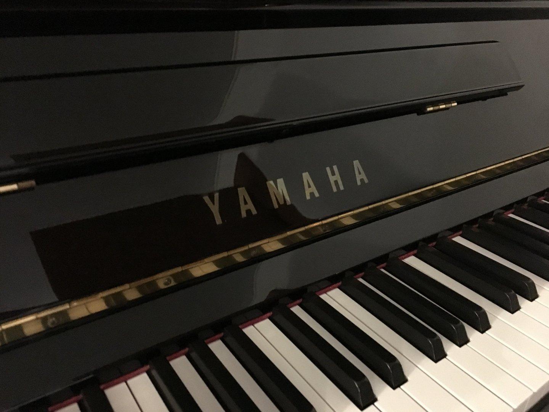 Yamaha U3 schwarz poliert von 1985 in Black glossy